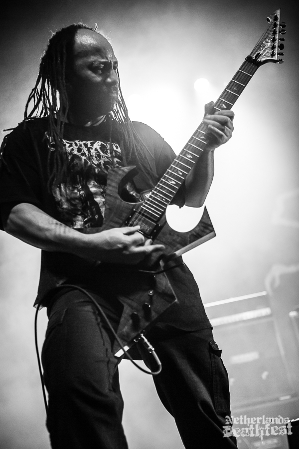 Suffocation - Copyright : Paul Verhagen